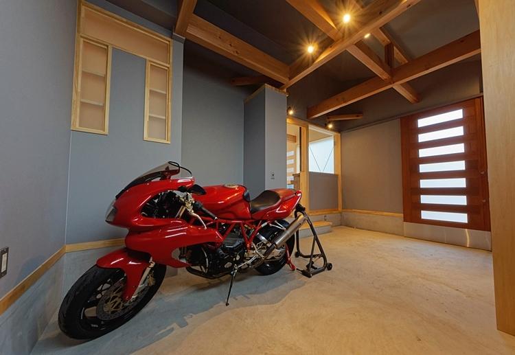 バイクがある家